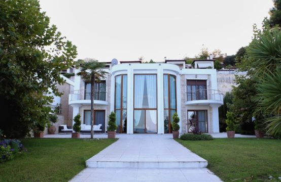 Villa for Rent in Kryopigi, Kassandra – 465 sq.m.